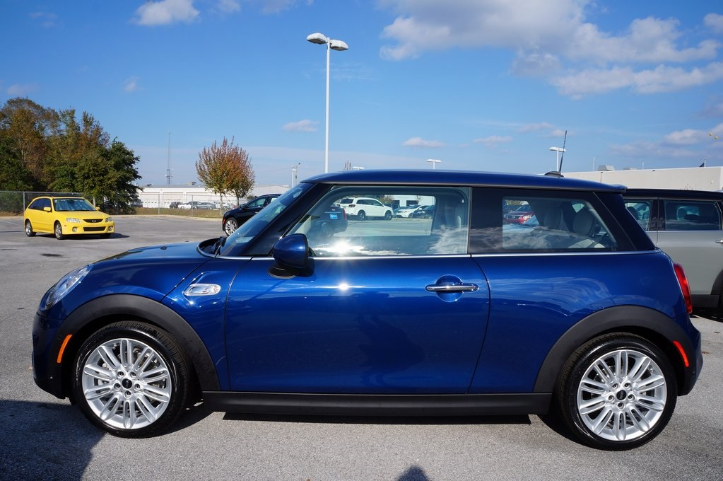 New 2018 Mini Hardtop 2 Door Cooper S 2d Hatchback In